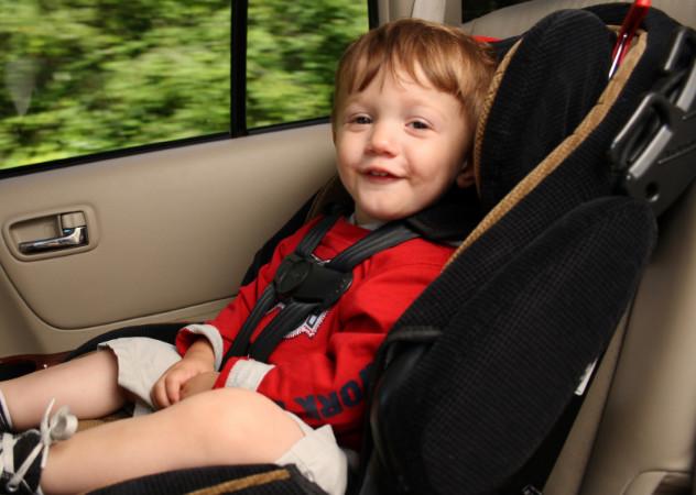 Что такое бустер для перевозки детей в автомобиле